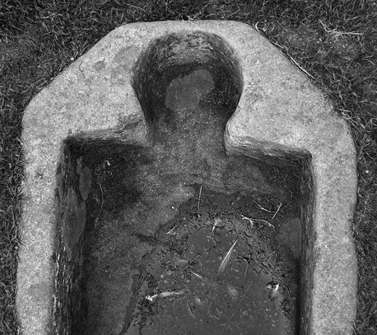 empty head on grave shoulders